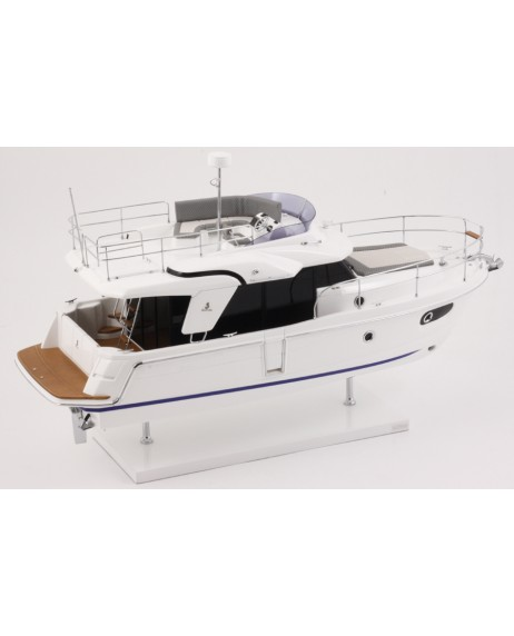 MAQUETTE SWIFT TRAWLER 30